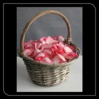 Strooi mandje roze rozen